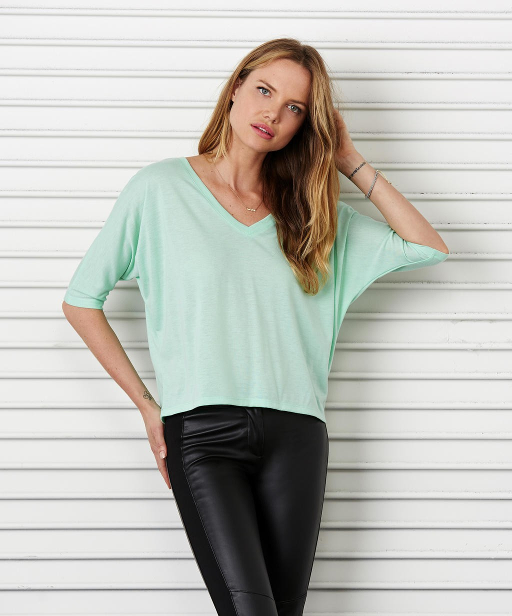 Bella+Canvas: Flowy Boxy V-Neck T-Shirt 8825